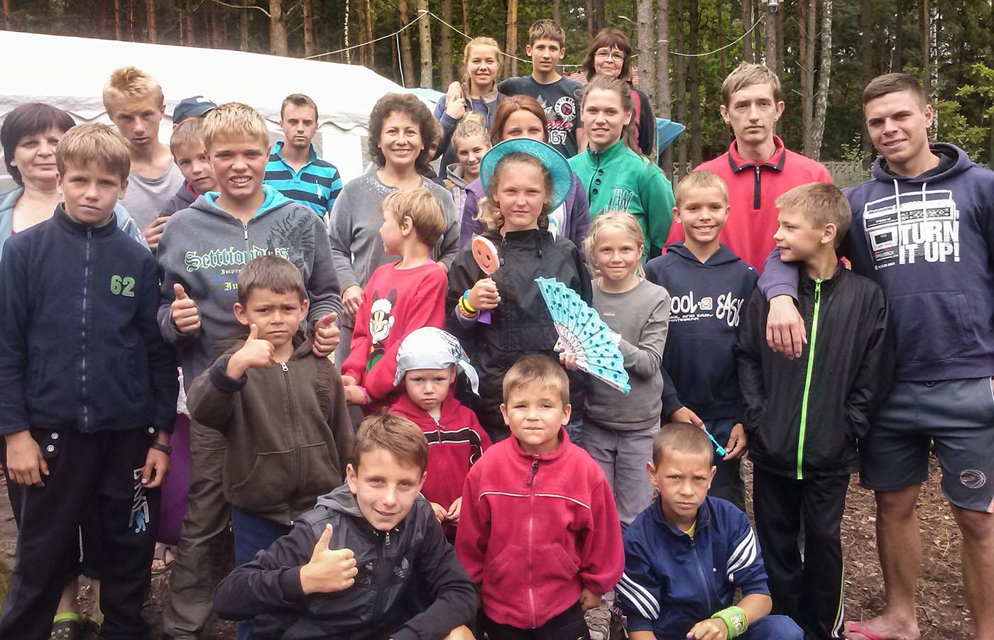 Kinderen uit het kinderhuis op vakantie.