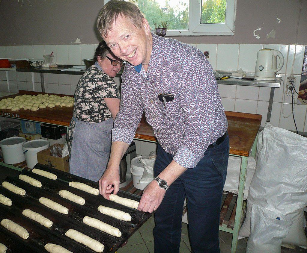 Oekraïne, Novovolynsk, mei 2016 André Koetsier in de bakkerij.