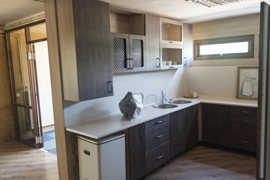 keuken in de units voor crisisopvang
