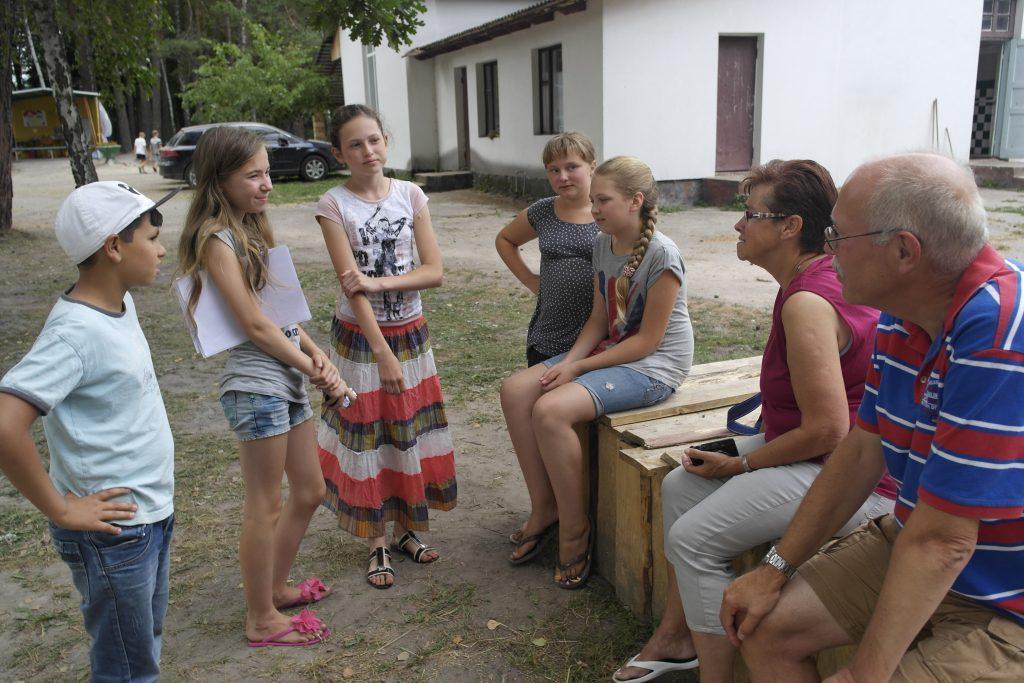 op bezoek in het vakantiekamp voor kinderen