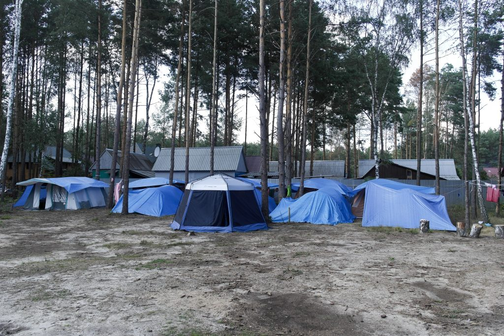 Oekraïne, Svityaz', augustus 2016 Terrein bij het meer van Svityaz' waar Kovcheg vakanties voor de kinderen uit het tehuis organiseert.