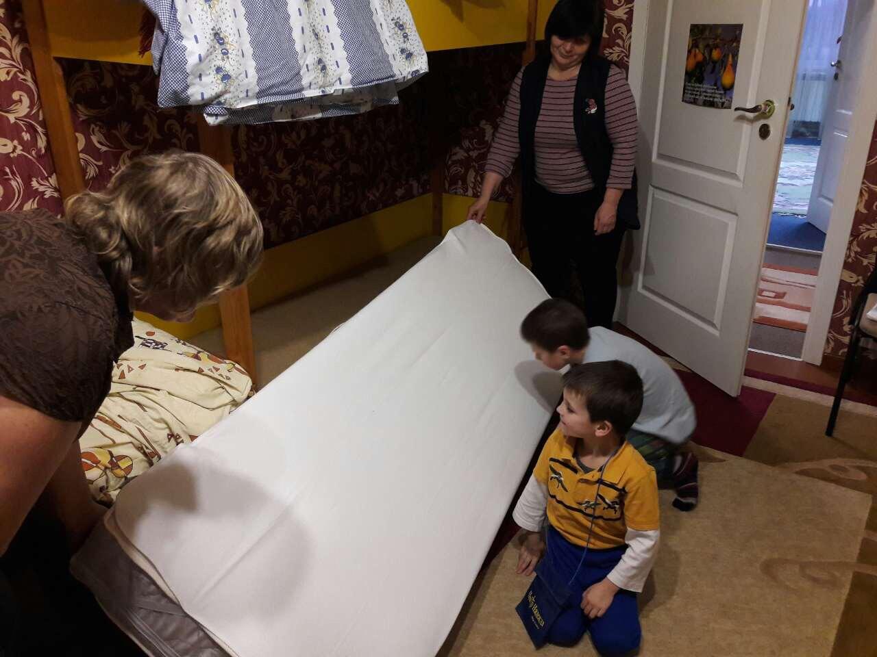 nieuwe matrassen voor het kinderhuis