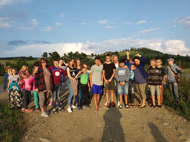 Kinderen op zomerkamp in de Karpaten