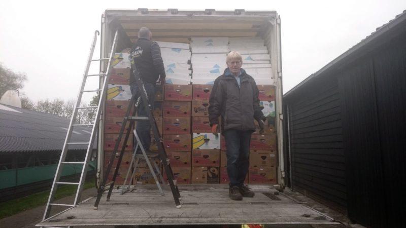 Vrachtwagen gevuld met hulpgoederen